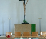 Kirche Altare mit Kreuz